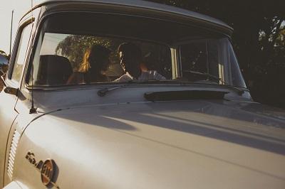 車 カップル