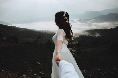 女性 ウエディングドレス