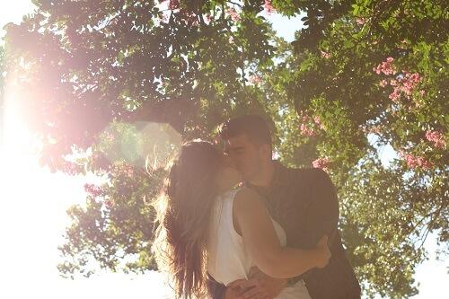 ウエディングドレスと恋人