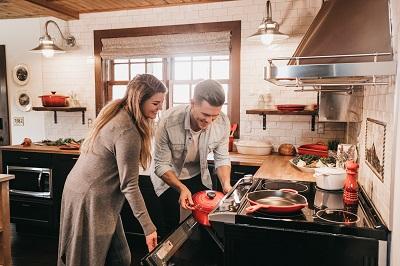 キッチンとカップル