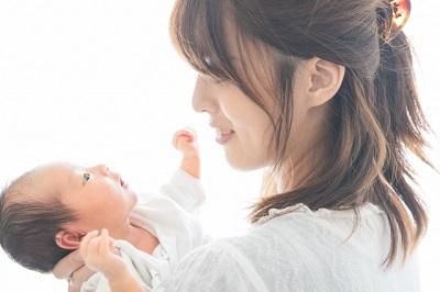女性と新生児